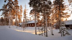 Talvinen auringonnousu Tievatuvalla.